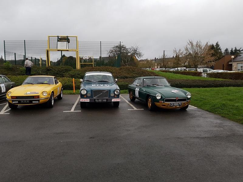 Les premiers de la catégorie navigation entourant la Volvo récalcitrante