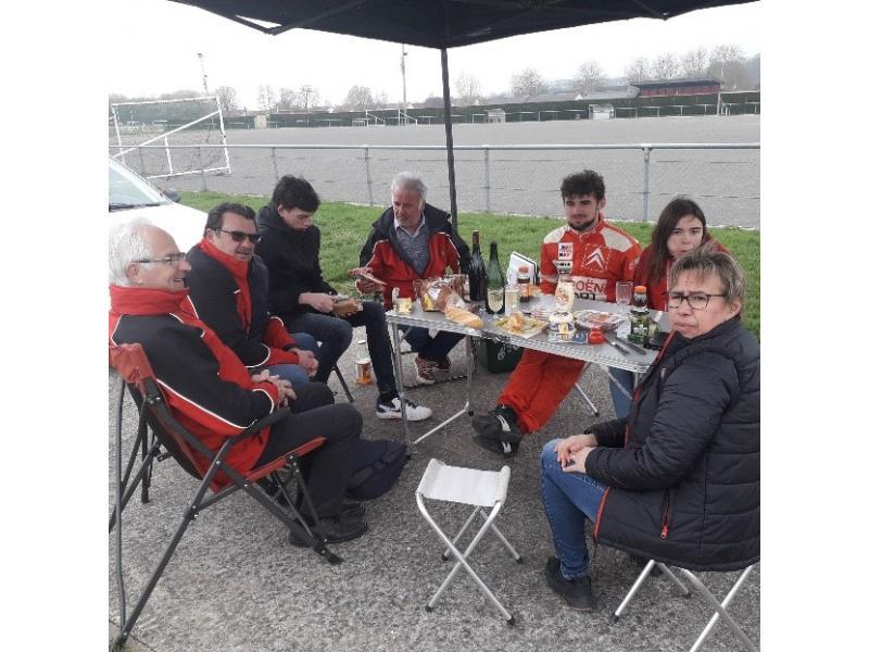 L'équipe de supporters de l'écurie LE MANS nous accompagne pour le déjeuner